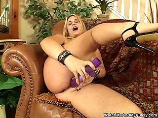 Blonde chick amusing with her sextoy at passionclips.com