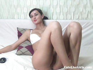 Gal fingers her pussy with pleasure